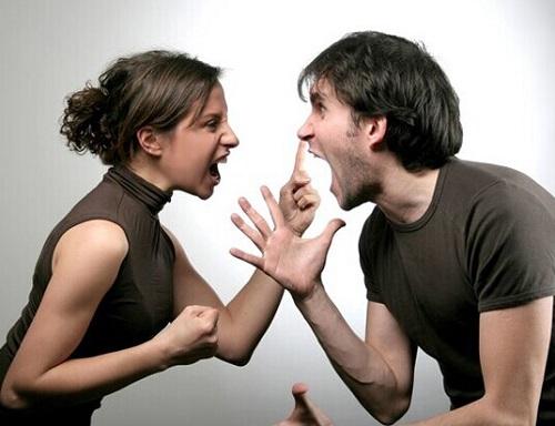 一对情侶正在争吵